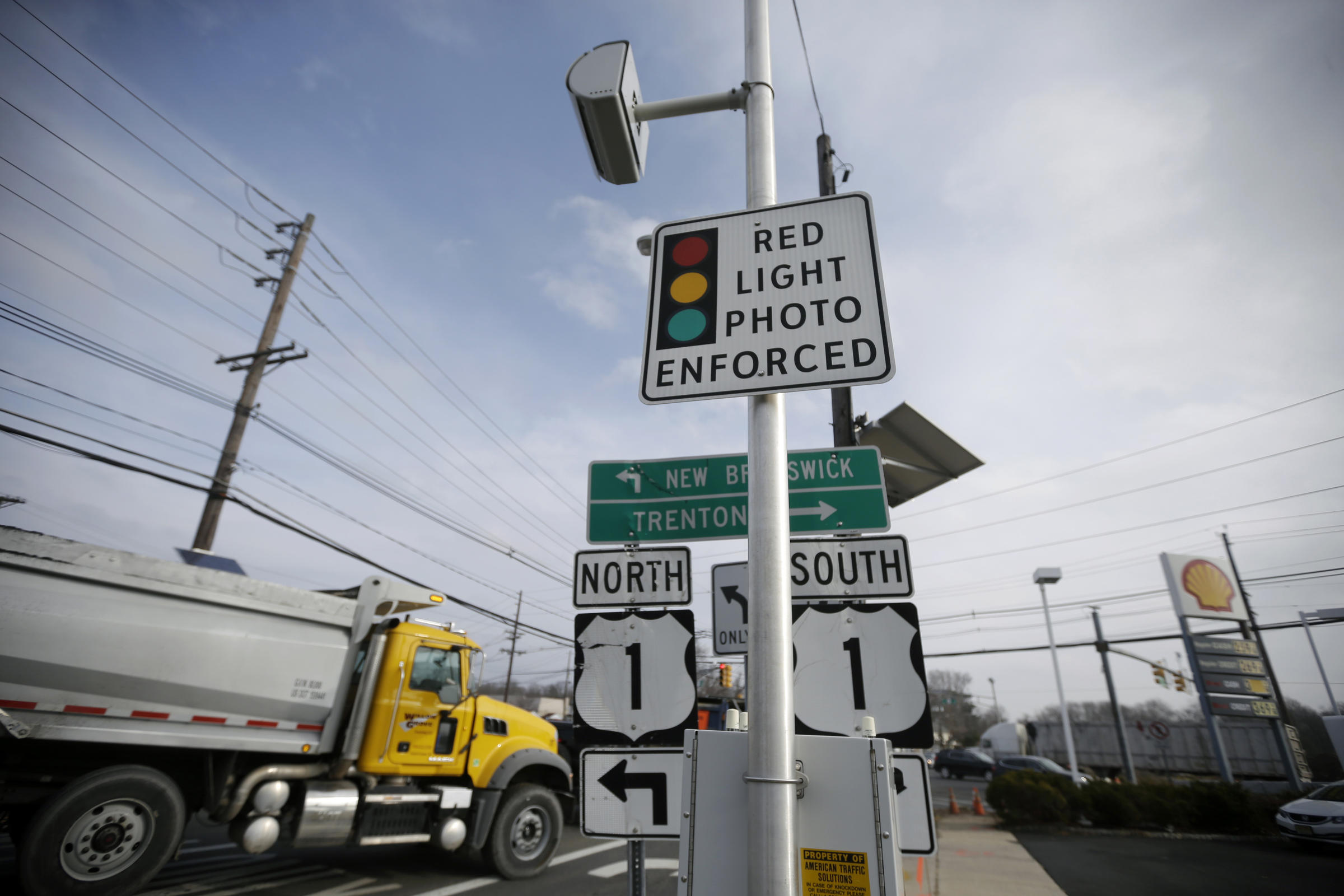 WATCH OUT: San Francisco is Bringing Back Red Light Cameras